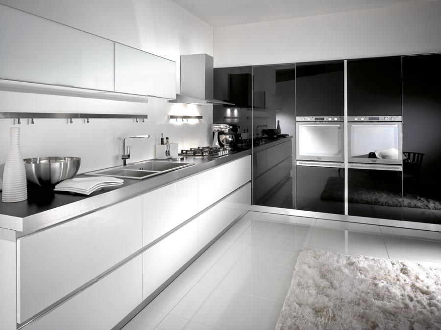 Extramobili arredamenti a bergamo cucine moderne for Immagini cucine moderne